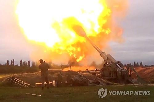 아제르바이잔 국방부가 공개한 포병 사격 영상 캡처 [AFP=연합뉴스]