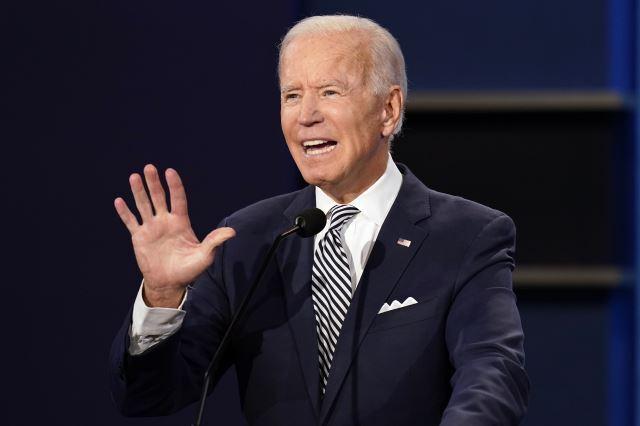 조 바이든 민주당 대선 후보가 29일(현지시간) 미국 오하이오주 클리블랜드의 케이스웨스턴리저브 대학에서 열린 첫 대선 후보 TV토론에서 발언하고 있다. AP뉴시스