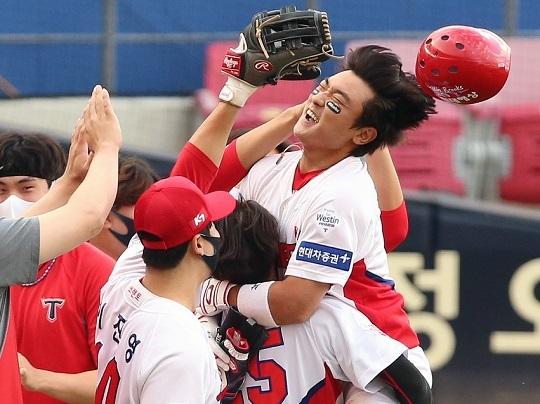 9월 27일 광주 롯데전에서 연장 10회 말 끝내기 안타를 날린 김태진(사진=KIA)