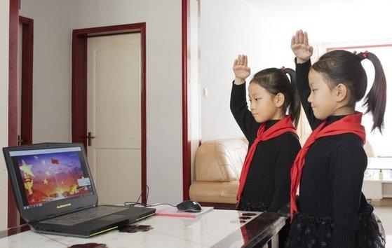 중국의 학생들은 온라인으로 개학식을 진행했다. 인민망