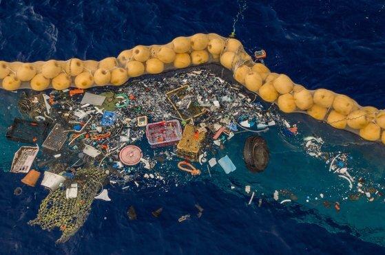 태평양에 떠도는 플라스틱 쓰레기. EPA=연합뉴스