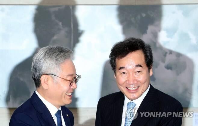 더불어민주당 이낙연 대표(오른쪽)와 이재명 경기지사[연합뉴스 자료사진]