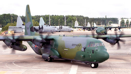 공군 C-130J 수송기가 이륙을 위해 활주로에서 이동하고 있다. 세계일보 자료사진