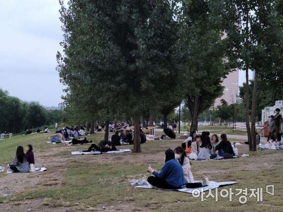 이달 3일 오후 서울 영등포구 여의도 한강공원.
