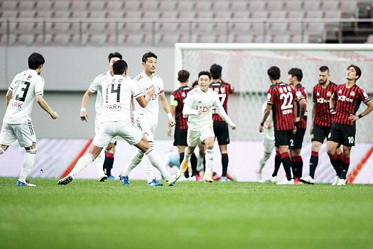 10월 4일 FC 서울을 2-1로 이기면서 최하위 탈출에 성공한 부산 아이파크(사진=한국프로축구연맹)