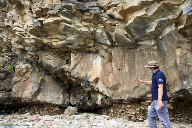 백의리층은 전 세계적으로 보기 힘든 50만년 전후의 지층을 한꺼번에 보여주는 국내 대표적인 지질명소다. 이곳을 포함한 한탄강 일대는 올해 7월 유네스코 세계지질공원으로 지정됐다.
