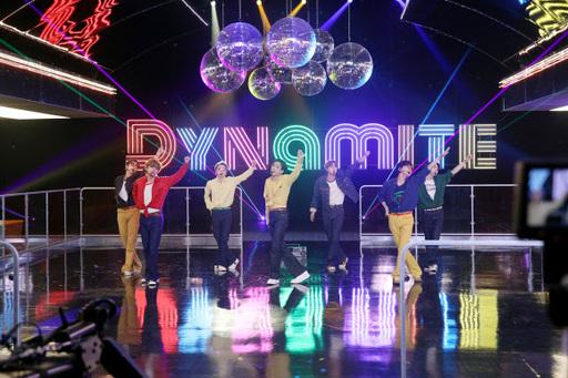 지난 2일(현지시간) 미국 NBC 프로그램 '팰런쇼'에 출연해 '다이너마이트' 무대를 선보인 그룹 방탄소년단(BTS). 빅히트엔터테인먼트 제공