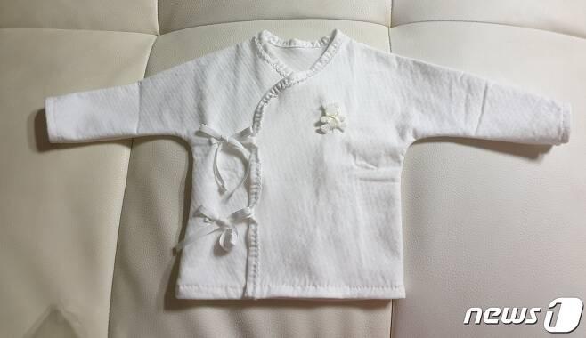 김모씨(36)가 아이를 위해 준비한 옷가지.(김씨 SNS 제공)© 뉴스1