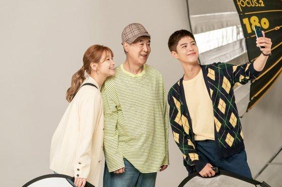 손자 사혜준 못지 않은 패션 감각을 자랑하는 사민기(한준희)와 그를 돕는 안정하(박소담). [사진 tvN]