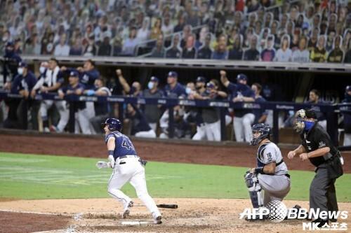브로소가 8회말 홈런을 치는 장면. 사진(美 샌디에이고)=ⓒAFPBBNews = News1