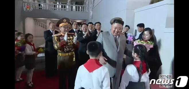 지난 10일 북한 노동당 창건 75주년 기념 열병식에서 김정은 국무위원장을 수행하고 있는 현송월 당 선전선동부 부부장의 모습. (조선중앙TV 갈무리)© 뉴스1