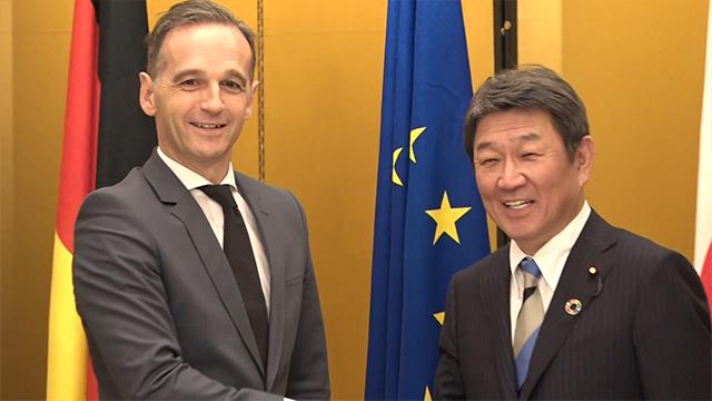 모테기 도시미쓰 일본 외무상(오른쪽)과 하이코 마스 독일 외무장관이 지난해 11월 일본 나고야에서 열린 'G20 외무장관 회담'에서 악수하고 있다.〈출처=일본 외무성〉