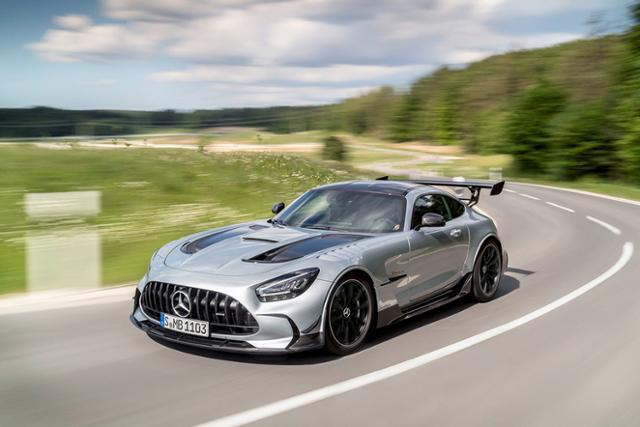 메르세데스-AMG가 극한의 조율을 더한 'AMG GT 블랙 시리즈'를 공개했다.