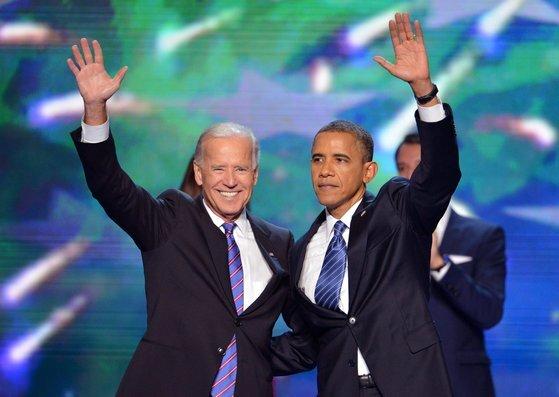 버락 오바마 전 대통령(오른쪽)이 2012년 9월 민주당 전당대회 당시 조 바이든 전 부통령과 함께한 모습. 오바마 전 대통령은 곧 바이든 후보의 선거 유세에 나설 것으로 전망된다. [연합뉴스]