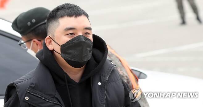 현역 입대하는 빅뱅 전 멤버 승리 [연합뉴스 자료사진]