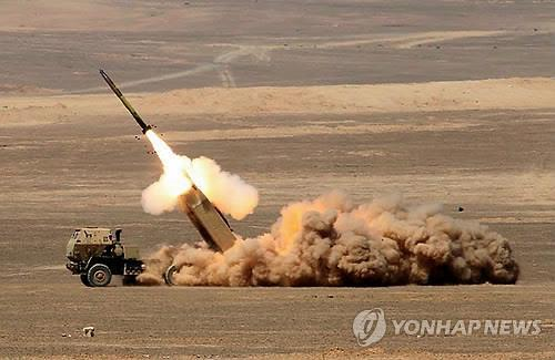 로켓 발사하는 HIMARS [EPA=연합뉴스 자료사진]