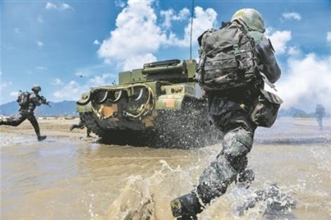 중국 인민해방군 동부전구 소속으로 대만 공격의 선봉 부대로 꼽히는 제73집단군이 최근 수륙양용 전차 등을 동원해 실전을 방불케하는 상륙작전 훈련을 벌였다. [중국청년보망 캡처]