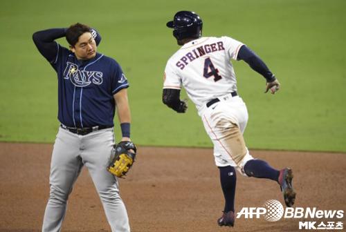 스프링어가 5회말 홈런을 때린 뒤 베이스를 돌고 있다. 사진(美 샌디에이고)=ⓒAFPBBNews = News1