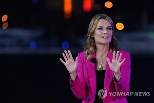 NBC 타운홀 진행한 서배나 거스리 [AP=연합뉴스]