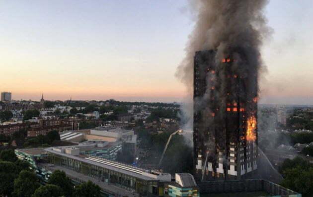 2017년 6월 새벽 영국 런던 서부의 한 고층아파트에서 발생한 화재로 다수 사망자가 발생한 것으로 확인됐다./ 사진 =연합뉴스