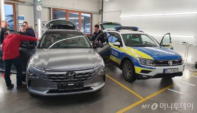 현대자동차의 수소전기차 '넥쏘'가 독일 오스나브뤼크 경찰국 차량이 되기 위해 테스트를 받는 모습. /사진=오스나브뤼크 경찰국