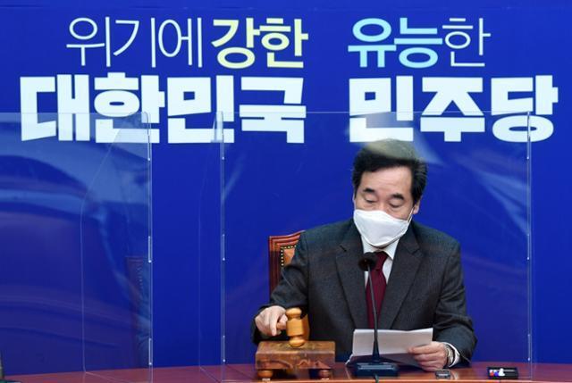 이낙연 더불어민주당 대표가 19일 국회에서 열린 최고위원회의에 참석해 회의를 주재하고 있다. 뉴스1