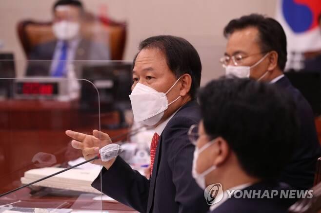 국감 질의하는 윤한홍 의원 [연합뉴스 자료사진]