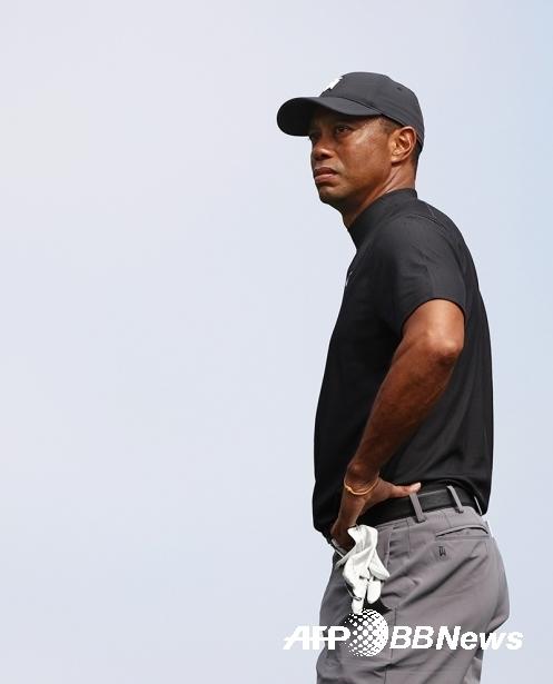2020년 미국프로골프(PGA) 투어 조조 챔피언십 타이틀 방어에 나선 타이거 우즈가 1라운드에서 경기하는 모습이다. 사진제공=ⓒAFPBBNews = News1