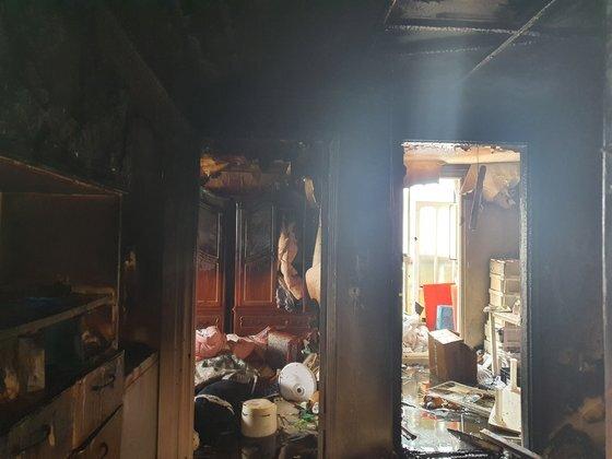 지난 14일 오전 11시16분쯤 인천시 미추홀구의 한 빌라 건물 2층에서 불이 나 초등생 형제가 중상을 입었다. [미추홀소방서]