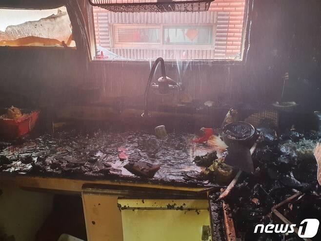 인천시 미추홀구의 한 빌라 건물 2층 사고 현장/뉴스1 © News1 박아론 기자