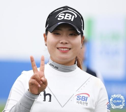 2020년 한국여자프로골프(KLPGA) 투어 휴엔케어 여자오픈 골프대회에 출전한 이소미 프로가 최종일 우승 경쟁을 예고했다. 사진제공=KLPGA