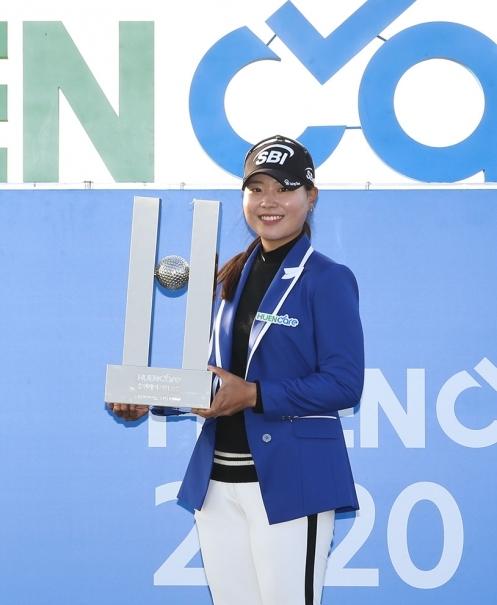 이소미 프로가 2020년 한국여자프로골프(KLPGA) 투어 휴엔케어 여자오픈 골프대회 우승을 차지했다. 사진제공=KLPGA