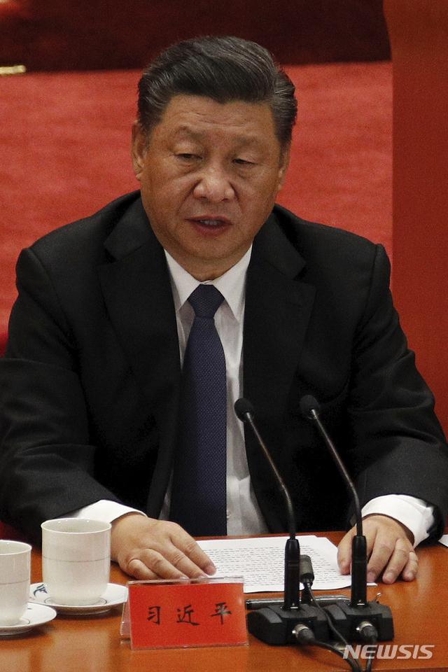 [베이징=AP/뉴시스] 23일 중국 베이징 인민대회당에서 개최된 '항미원조(抗美援朝·중국이 6·25전쟁을 지칭하는 명칭)' 70주년 기념행사에서 시진핑 국가주석이 연설하고 있다. 2020.10.23