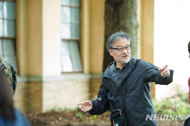 [서울=뉴시스] 영화 '스파이의 아내'를 연출한 구로사와 기요시 감독. (사진=부산국제영화제 제공)