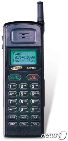 이건희 회장의 지시에 따라 1994년 11월 출시된 'SH-770'은 처음으로 '애니콜'(Anycall)이라는 이름을 달고 출시됐다.(삼성전자 제공) © 뉴스1