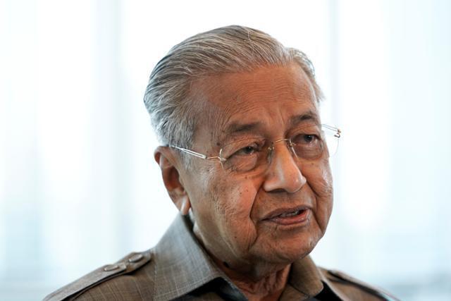 마하티르 모하맛 전 말레이시아 총리가 지난달 쿠알라룸푸르에서 언론과 인터뷰하고 있다. AP연합뉴스