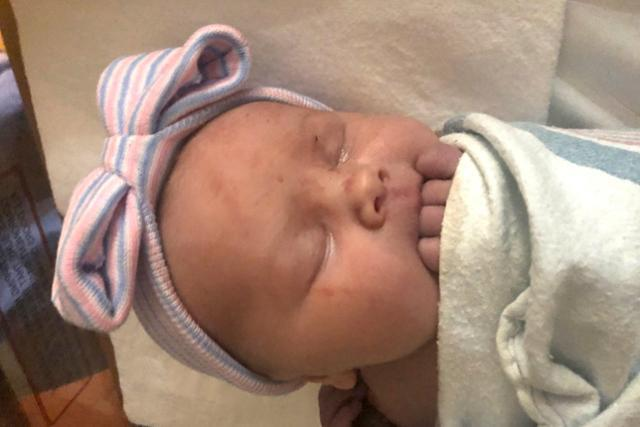 14명의 아들을 둔 미국의 제이·카테리 슈반트 부부가 15번째 임신 끝에 5일(현지시간) 낳은 딸 매기 제인. AP통신