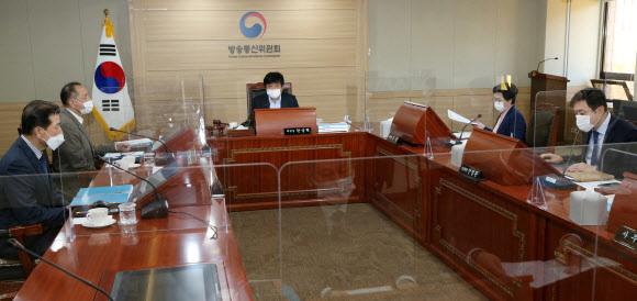 지난달 30일 방송통신위원회가 전체회의를 열어 방송법을 위반한 MBN에 대해 6개월 유예기간을 두고 6개월 업무정지를 의결했다. 연합뉴스