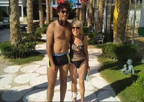 45살 나이차를 극복하고 결혼한 아이리시 존스(오른쪽)와 무함마드 아흐메드 이브리함. /데일리메일