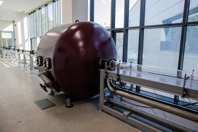 하이퍼튜브 주행시험을 위한 1/17 축소형 아진공 튜브 공력시험장치.[한국철도기술연구원 제공]