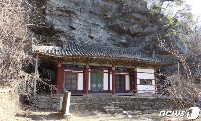 평양시 순안구역 오산리 담화산에 있는 동금강암. 고려 초기인 955년에 창건되었으며, 현재 건물은 1936년에 고쳐 지은 것이다. (미디어한국학 제공) 2020.11.14.© 뉴스1