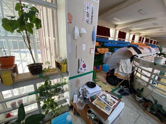 이재민 최우득씨는 3년째 집으로 돌아가지 못한 채 텐트에서 4번째 겨울을 맞이하고 있다. 김나윤 기자