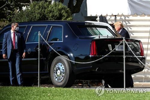 도널드 트럼프 미국 대통령(오른쪽)과 비밀경호국 요원의 모습 [로이터=연합뉴스 자료사진]