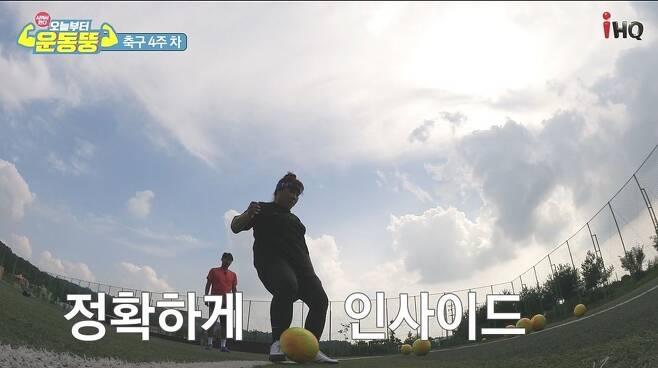 """최근 축구, 골프, 야구 등 구기종목에도 도전 중인 김민경에게 팬들은 """"우리팀에 와 달라""""는 댓글을 달기도 한다. 코미디TV 제공"""
