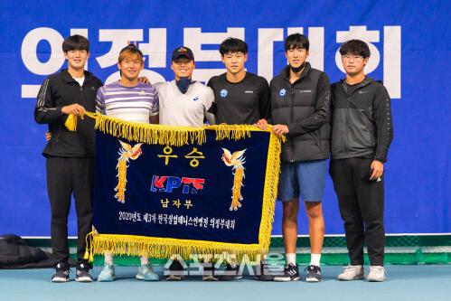 3차 한국실업테니스연맹전 남자단체전에서 우승한 의정부시청 선수들. 제공=프리랜서 김도원
