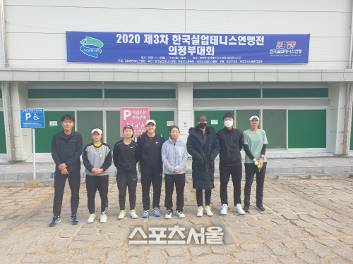 3차 한국실업테니스연맹전 여자단체전 정상에 오른 경산시청 선수들. 제공=프리랜서 김도원