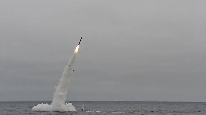 잠수함에서 발사되는 미 해군의 토마호크 순항 미사일 [미 해군 제공. 재판매 및 DB 금지]