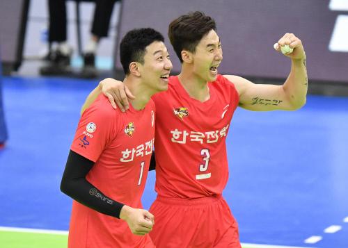 한국전력 박철우(오른쪽). 제공 | 한국배구연맹
