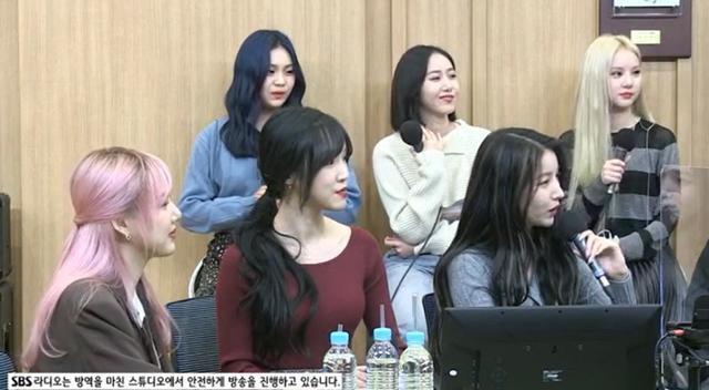 여자친구가 청취자들과 소통했다. SBS 보이는 라디오 캡쳐