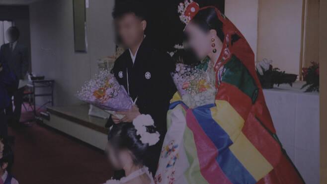 A 씨는 일본인 남성과 결혼해 가정을 꾸렸으나 여전히 한국 국적을 유지하고, 한국 이름을 쓰고 있다.